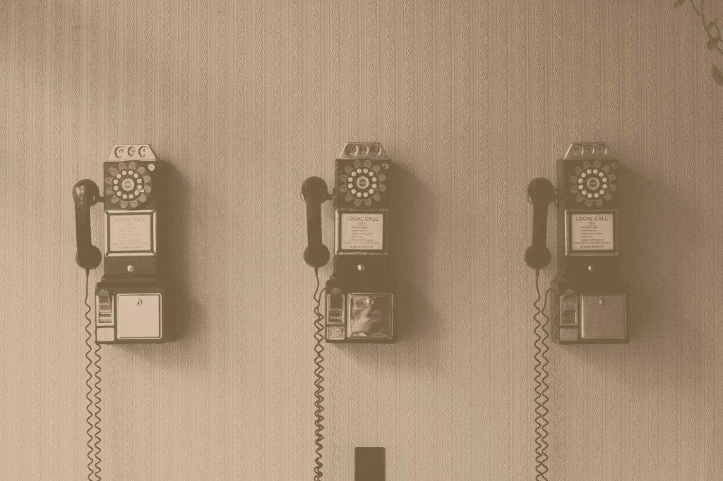Téléphone vintage pour contacter L'insufflerie